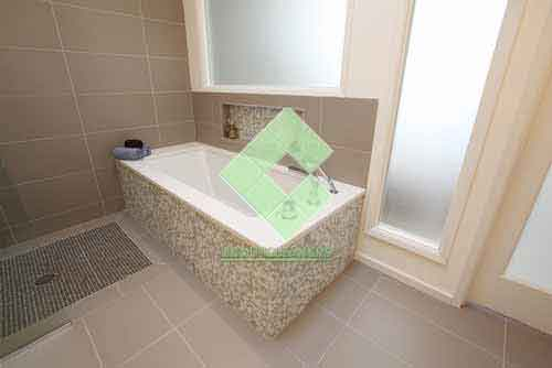 contemporary_bathroom_with_bath_tub_brown_beige_color_with_white_grout